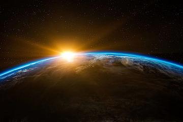بخش پنجم - زمین و ماه